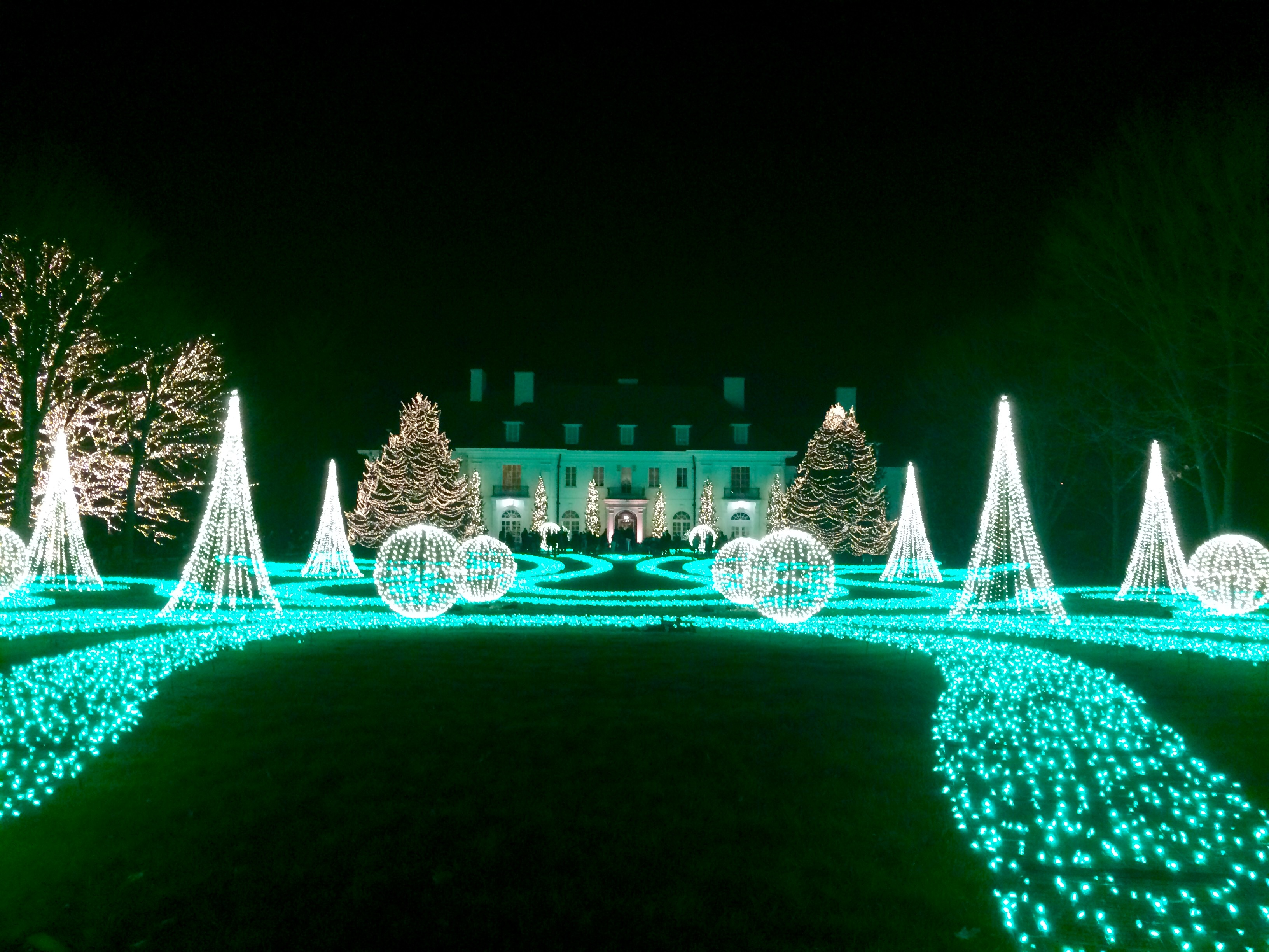Winterlights at Newfields in Indianapolis: Breathtaking Christmas Lights and Family Fun